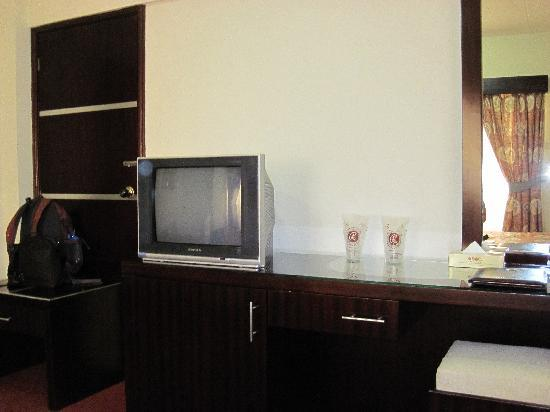 Grand Hotel: Closer view of the desk and TV