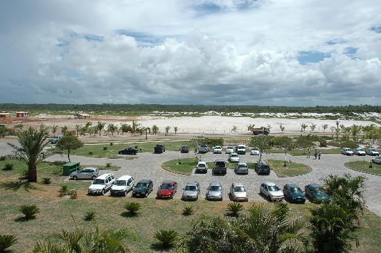 Iberostar Bahia: Parking area and beach