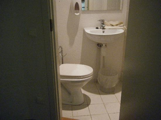 Center Hotel: The tiny bathroom