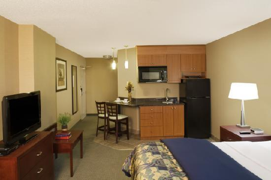 Travelodge Oshawa Whitby: Studio Suite