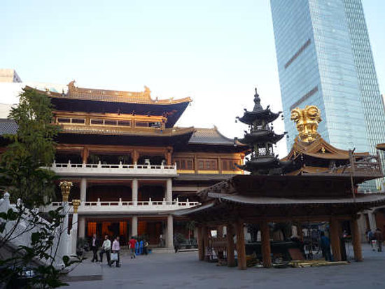 Jing'an Temple : ビルとのツーショット