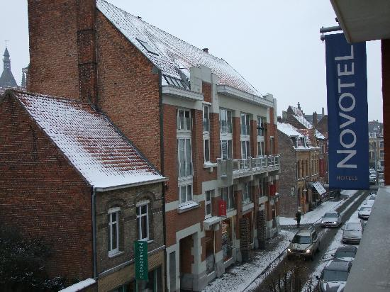 Novotel Ieper Centrum : Looking out of our window towards the town.