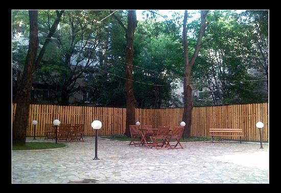 Sofia Inn Residence: yard