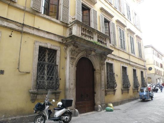 Street entrance Palazzo Bruchi