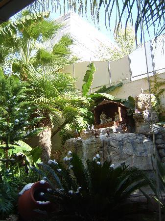 Servigroup Diplomatic: Belen en jardines exteriores, junto a bar interior del hotel