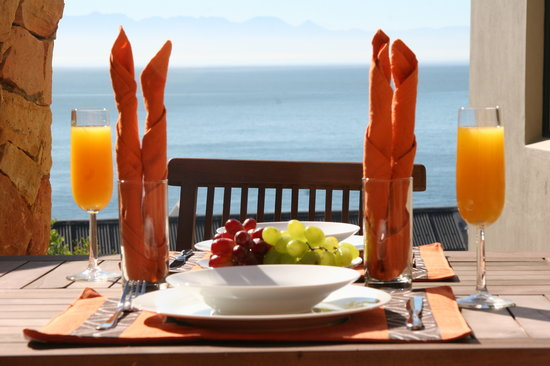 Simonstown Guest House: Enjoy breakfast on the outdoor patio