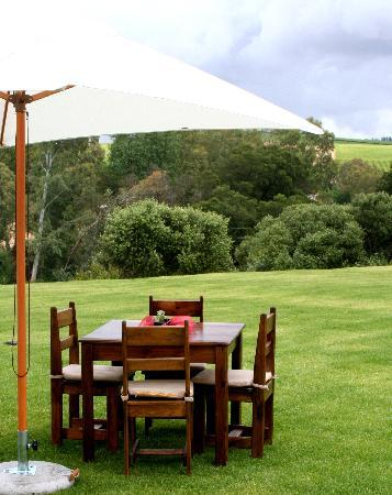 Lady Loch Guesthouse: Picnic in the garden