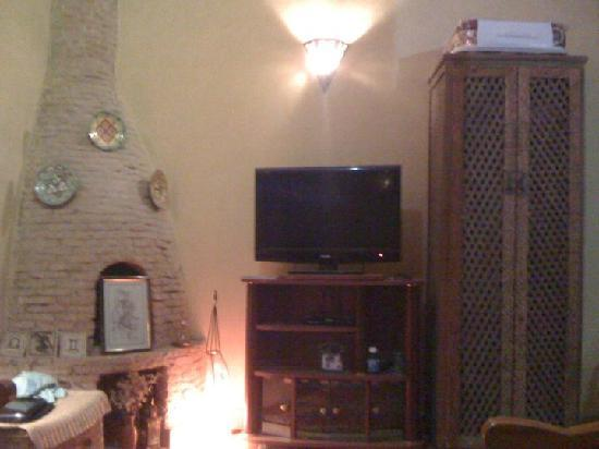Dar Assenfou : living room wioth sat TV and internett