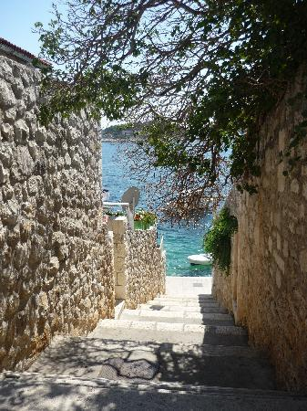 Villa Milton Hvar: The stairs to climb to get to the rooms