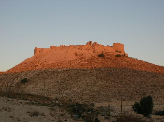 Shoubak, Jordania: View of the castle from the hotel