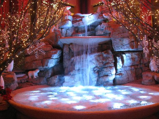 Mount Airy Casino Resort: Lobby at Christmas