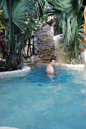 La Selva Mariposa : taking a cool dip in the pool