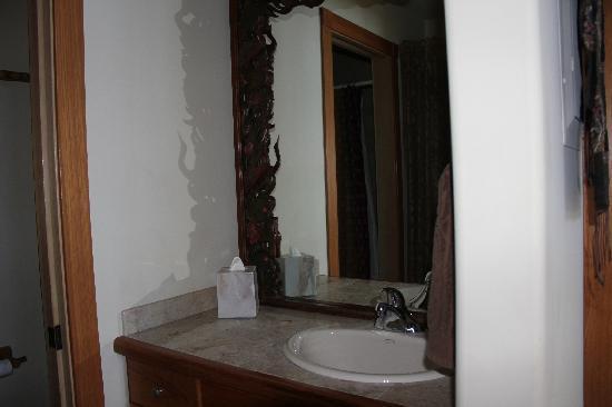 Aloha Cottage: bathroom