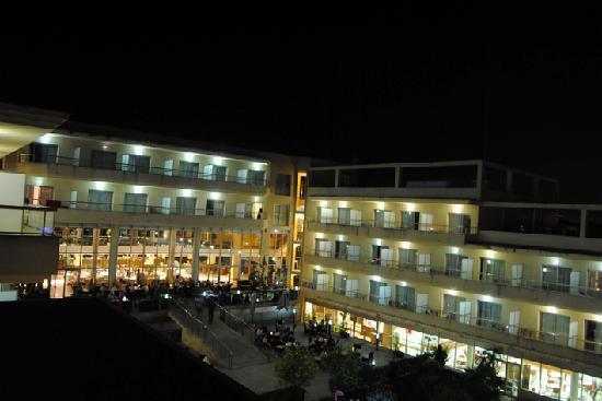 Hotel Sun Palace Albir Lounge & Spa: Zona de la piscina de noche