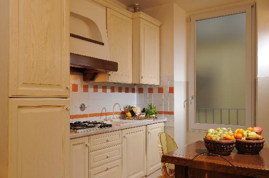 Family Apartments: Yellow Apt