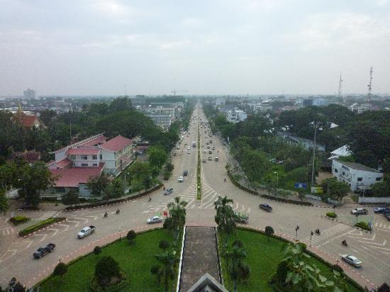 Вьентьян, Лаос: パトゥーサイからの眺望