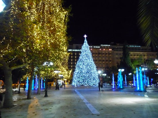 Atenas, Grecia: Christmas tree of Athens at Syntagma square