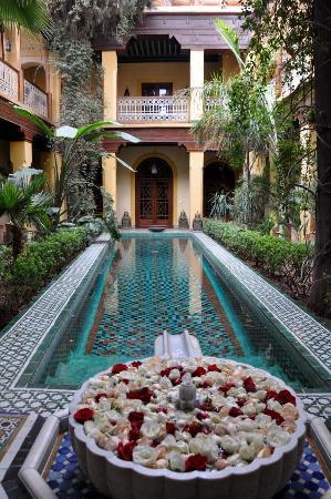 Riyad Al Moussika: Innenhof mit Pool