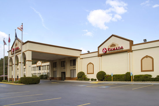 Ramada Triangle/Quantico: Exterior with ample parking