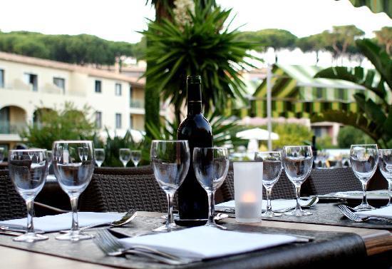 terrasse restaurant photo de hotel les jardins de sainte maxime sainte maxime tripadvisor. Black Bedroom Furniture Sets. Home Design Ideas