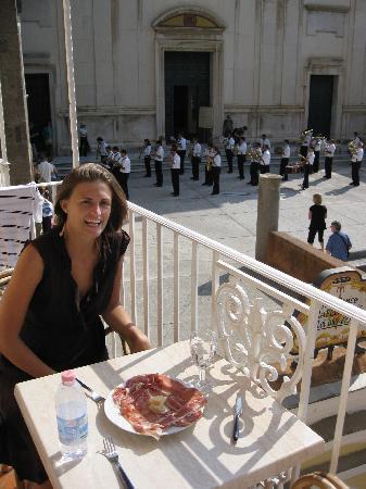 Villa Flavio Gioia: Eating on the balcony with the band