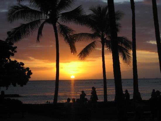 Aqua Waikiki Pearl: Solnedgang på Waikiki