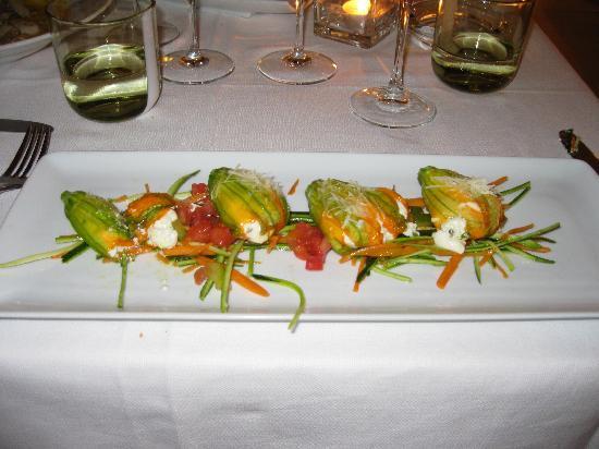 Villa Flavio Gioia: Eating at a local restaurant