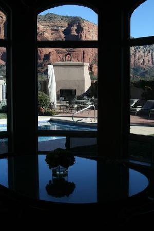 Canyon Villa Bed and Breakfast Inn of Sedona: View from one of the dining tables