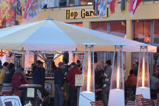 Tomboy Tavern: Plaza view of Hop Garden