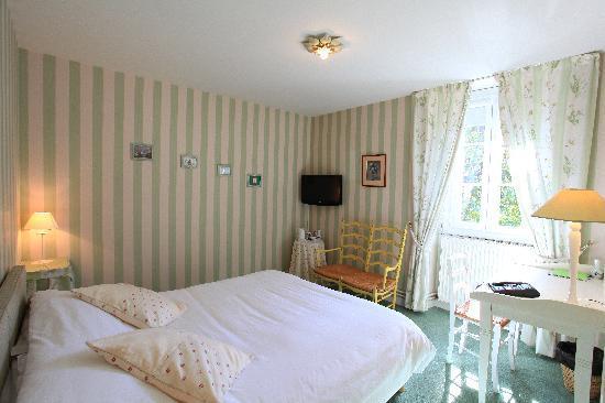 Auberge Des Charmilles Hotel  Beaulieu