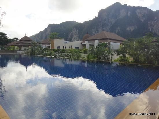 The Cliff Ao Nang Resort: Бассейн отеля