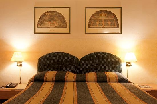 Hotel Centro: Have a wonderful night in our full size double beds!