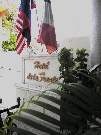 Hotel de la Fuente sign