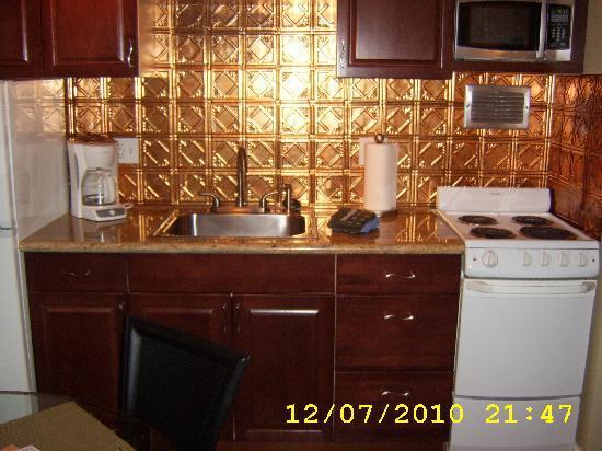تروبيكال استوديو إن هارت أوف وايكيكي: Full kitchen with all you need - new countertops too