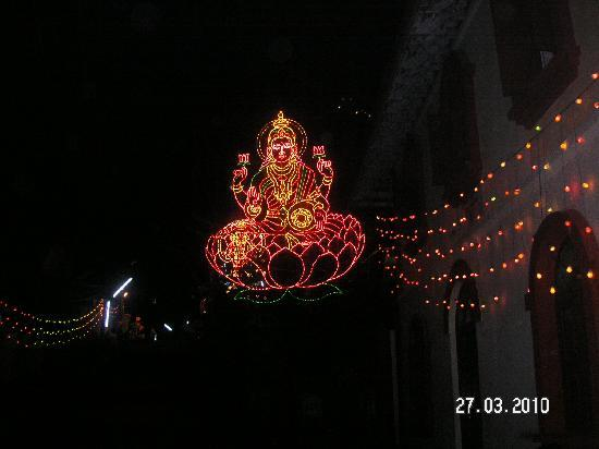 Varkala, India: Temple at night
