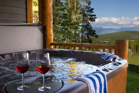 Northstar Mountain Village Resort: private hot tub for every unit