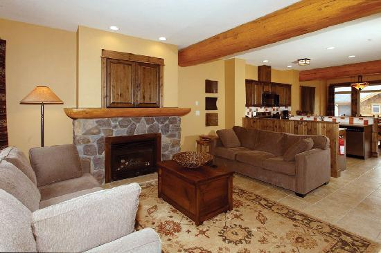 Northstar Mountain Village Resort: gas fireplace in every unit
