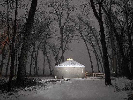 Dakota del Norte: Stay in a Yurt at Cross Ranch State Park