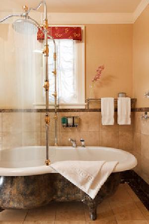 Abigail's Hotel : Clawfoot Soaker Tub