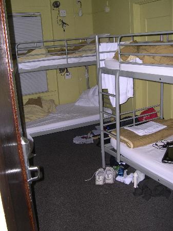 Hostelling International Seattle at American Hotel: Our 4 bed room