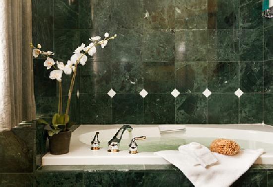 Abigail's Hotel : Marble Bathroom
