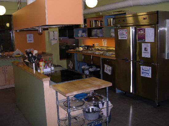 Hostelling International Seattle at American Hotel: Kitchen area
