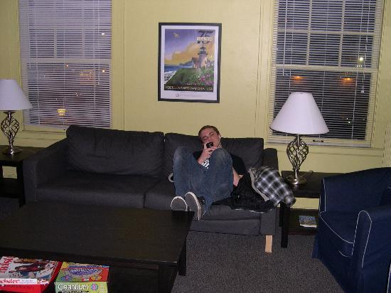 Hostelling International Seattle at American Hotel: Part of the common room area on our floor