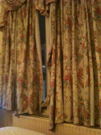 Beautiful curtains - Picture of Macdonald Burlington Hotel ...