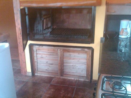 Charming Luxury Lodge & Private Spa: in kitchen parilla