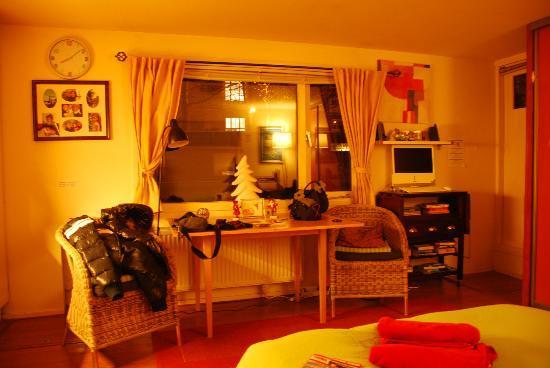PhilDutch Amsterdam Bed and Breakfast: interno camera