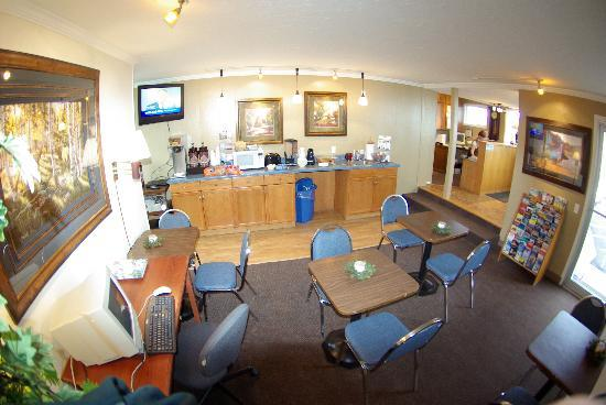 Lobby & Breakfast area - Gateway Inn - Grangeville, Idaho