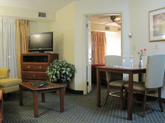 Homewood Suites by Hilton Houston Willowbrook Mall : Door to bedroom