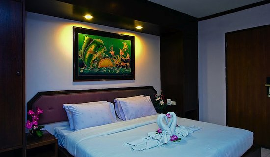 Karon Cafe Inn: Deluxe Rooms