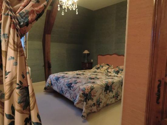 Hostellerie de la Poste: Une chambre et sa suite.